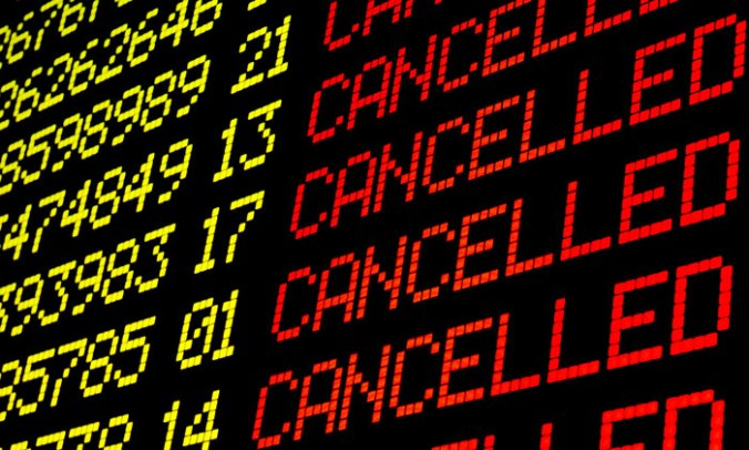 700-cancelled-flights-board