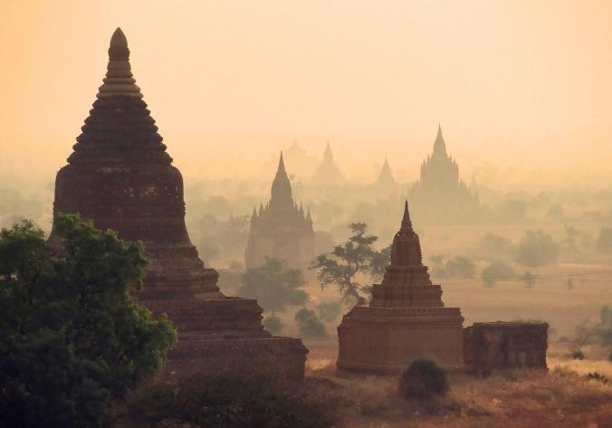 Ruins_of_Bagan,_1999